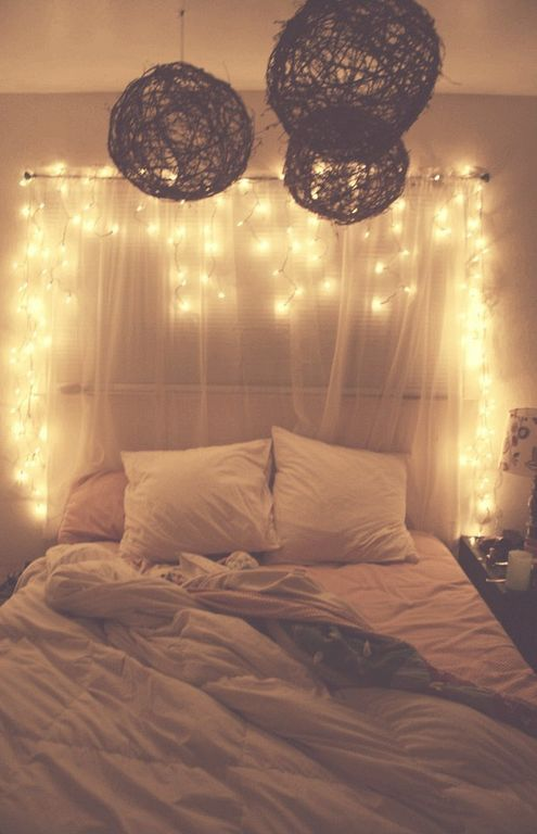 54 Cozy Small Bedroom Design Ideas With Fairy Lighting Bedroom