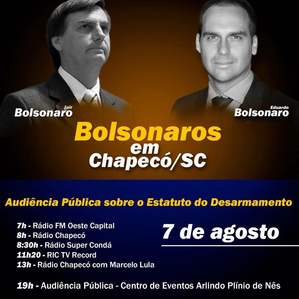 BOLSONAROS NO SUL DO BRASIL: falar a seu simpático povo é para mim motivo de grande satisfação. C/ @DepBolsonaro .