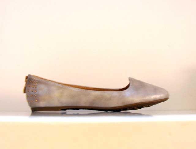 Bailarina con puerta trasera: http://carlosreula.com/blog/bailarina-plata-con-cremallera-en-el-talon-carlos-reula/