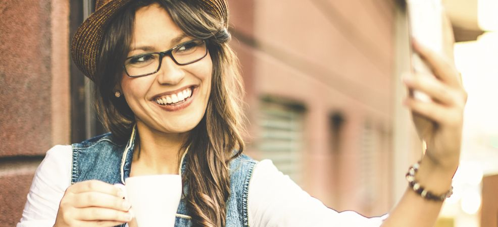 De ultieme make-up tips voor wie een bril draagt