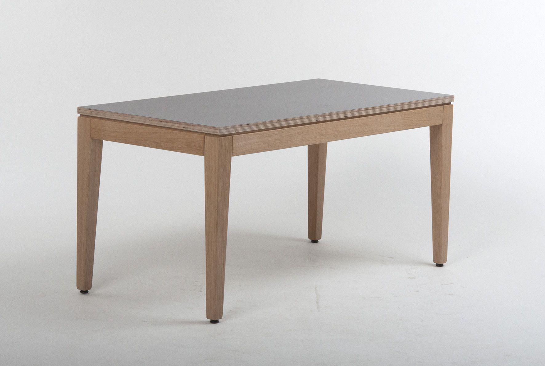 Die Konstruktion Besteht Aus Einem Vierfuss Zargengestell Mit Einer Hohe Von 48 Cm Die Tischstollen Laufen Konisch Di Gastronomie Mobel Tisch Lounge Tisch