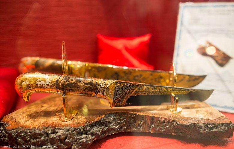 Меч за миллион и самый большой в мире кортик: в Томске открылась выставка кинжалов