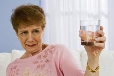 How to Wear Dentures Without Pain
