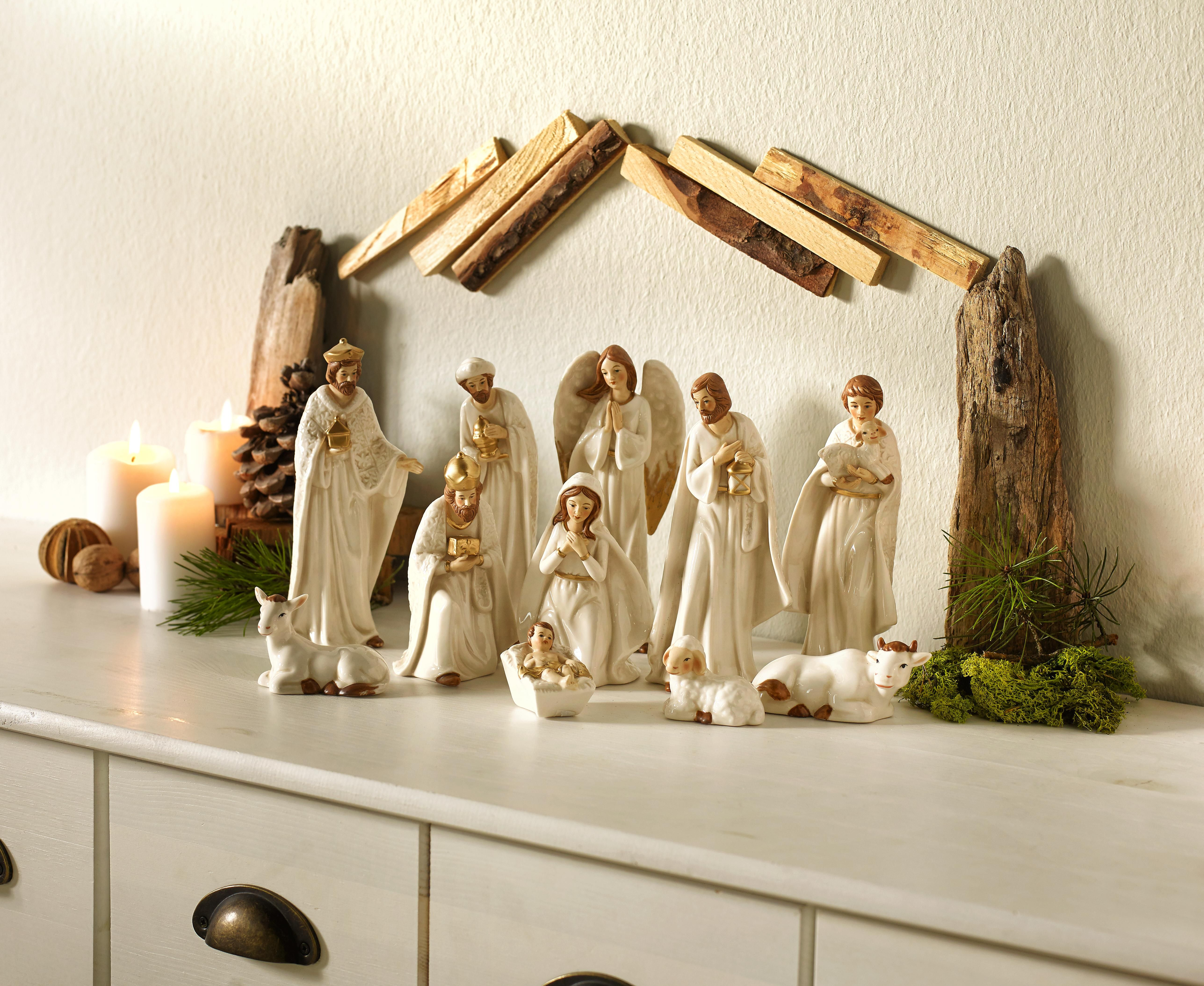 Set od 11 figura za jaslice izrađene od kvalitetnog porculana u