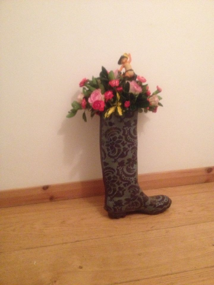 Puss in boots Flower arrangement
