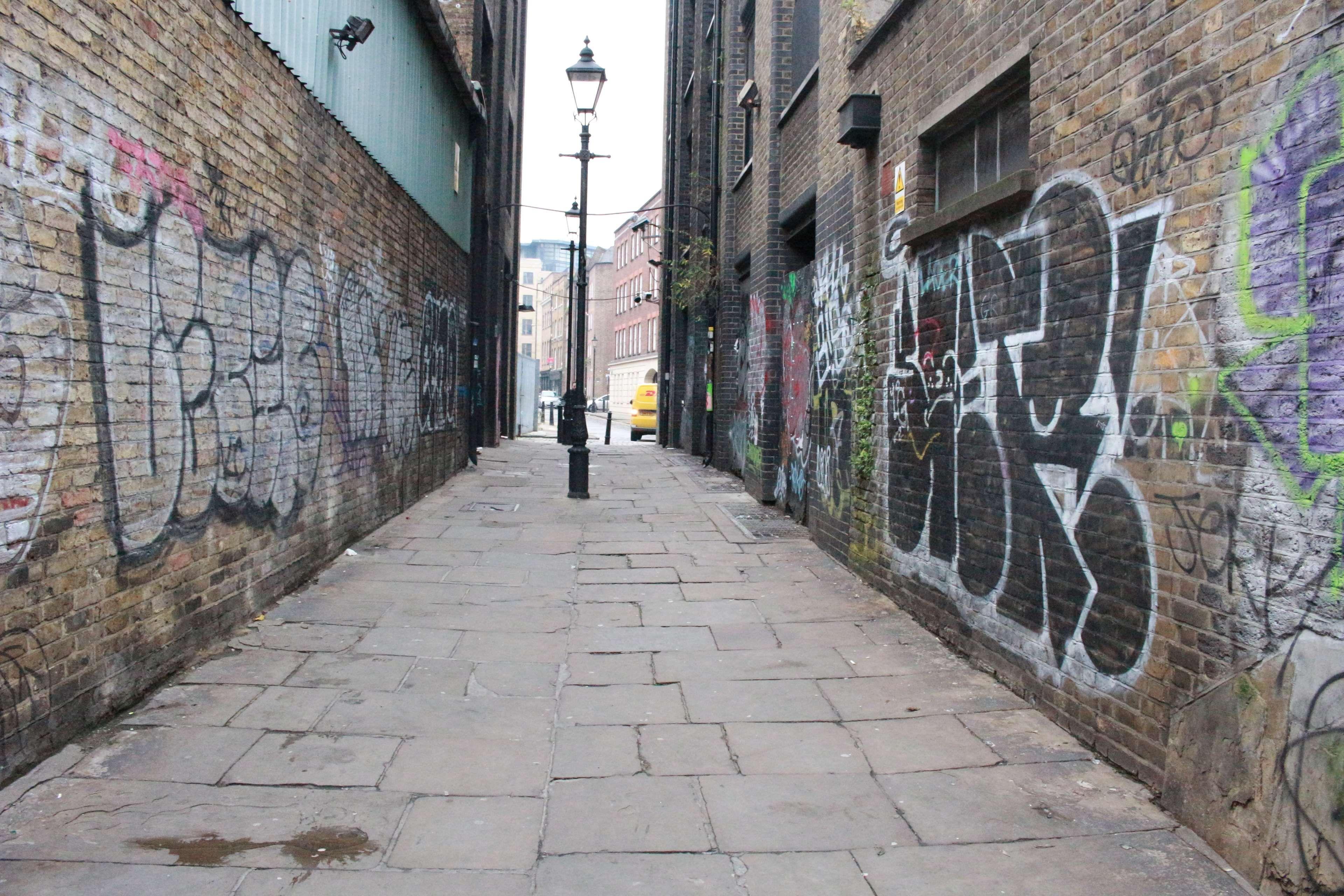 alley brick walls graffiti lamppost london street on simply wall street id=87037