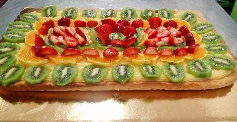 Cream fresh fruit cake