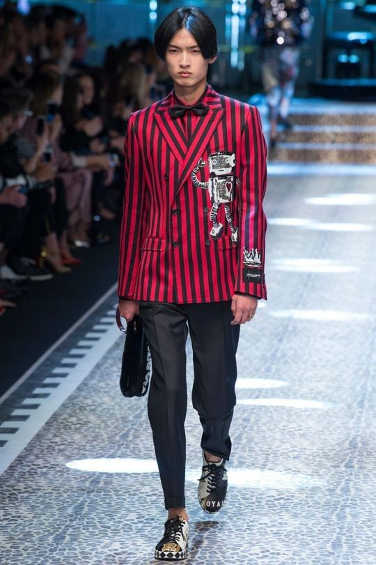 Dolce & Gabbana ready-to-wear autumn/winter '17/'18 - Vogue Australia