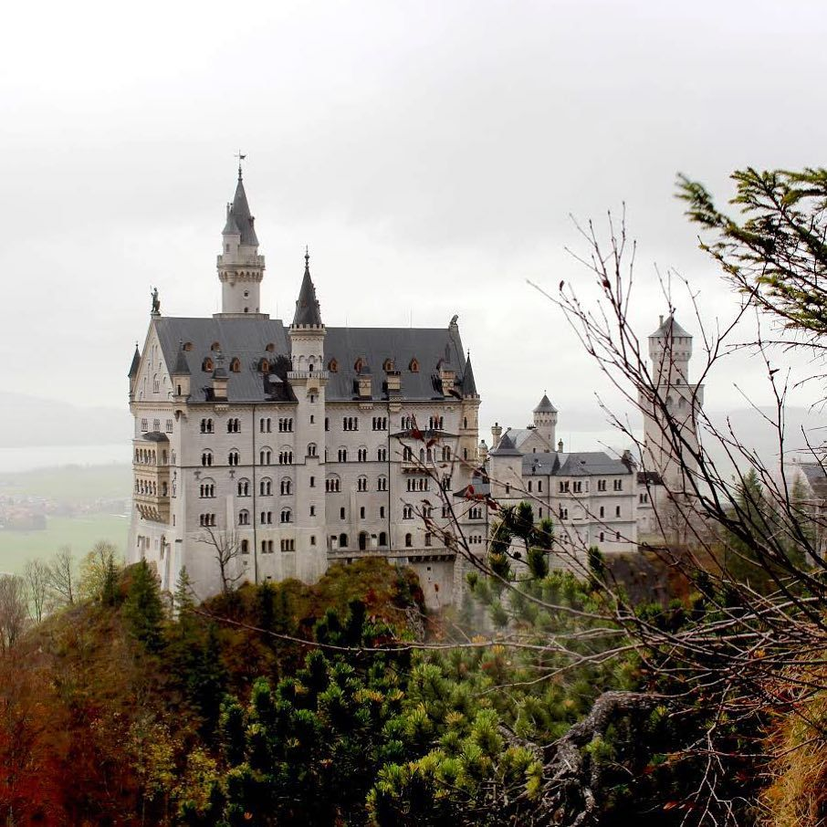 N E U S C H W A N S T E I N Bayern Baviera Schloss Neuschwanstein Deutschland Germany Burg Castle Ca Castle Landscaping Jobs Barcelona Cathedral