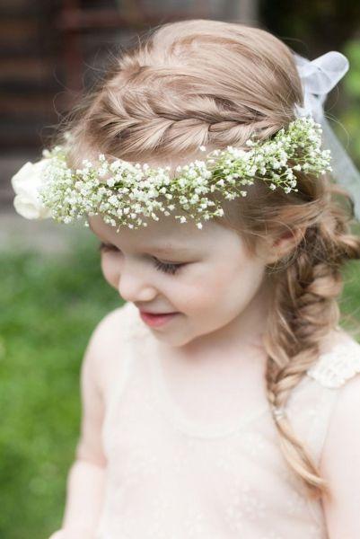 Peinados De Niña Para Bodas Tendencias Geniales Y Divertidas Flower Girl Hairstyles Baby Breath Flower Crown Flower Girl