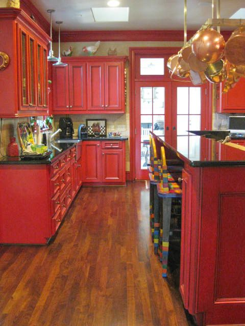 LOVE WHERE YOU LIVE: Design in the Kitchen: Are You Ready For One Spicey Hot Kitchen. It's Tomato Red!!
