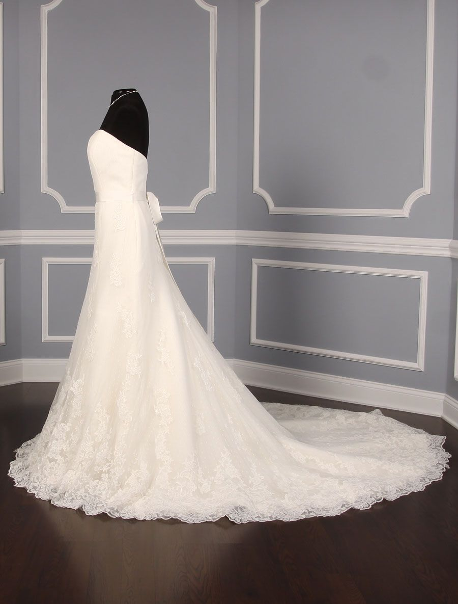 This Gorgeous Pronovias Florin Wedding Dress Is Such An Elegant Lace Wedding Dress That Is Truly T Wedding Dresses Wedding Dresses Lace Pronovias Wedding Dress