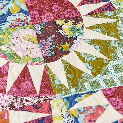 Close up of the quilt we're ever-so-slightly smitten with @mybearpaw New York Beauty Brigade from issue 13 of Today's Quilter mag