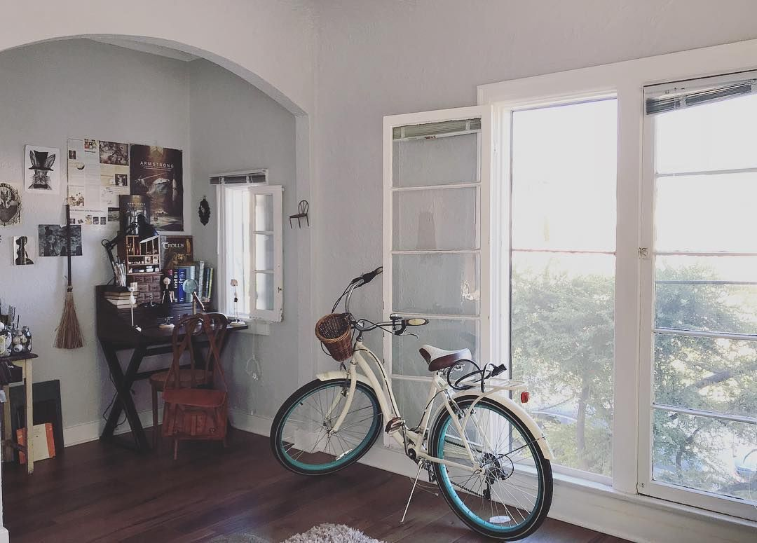 """𝓐𝓷𝓷𝓲𝓮 on Instagram: """"#simple#pretty#details#studio#autumn #fall#studiolife #towngirl#bike#bicycle#simple_life #detailing #countrygir#countrystyle…"""""""