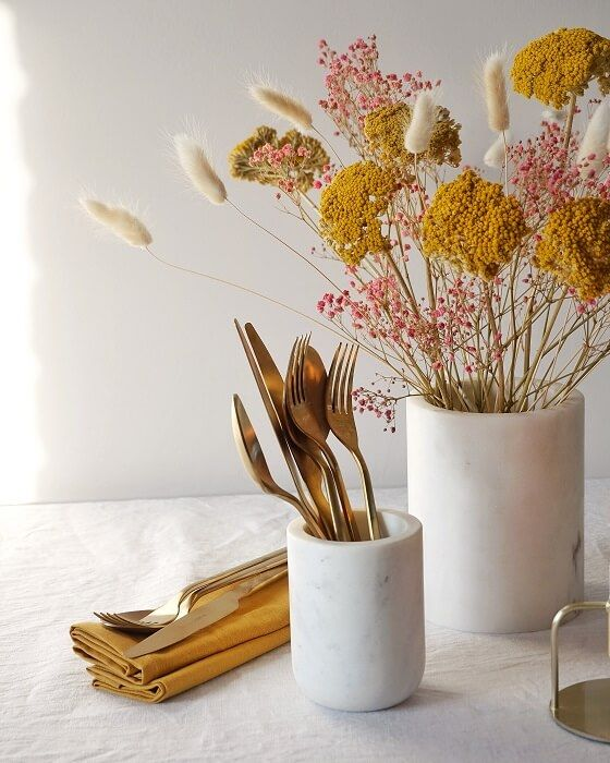 No celebration is complete without stylishly arranged, pretty florals. This stunning selection of dried and preserved flowers in pretty, summery tones makes styling your room or dining table simple. These flowers won't wilt and can be used time and time again. The box includes pink preserved gypsophila, yellow achillea and fluffy bunny tails. Stem lengths vary between 10-50cm Flowers are hand-packed for you to arrange at home and beautifully wrapped in shida designed paper. The boxes are FSC® ce