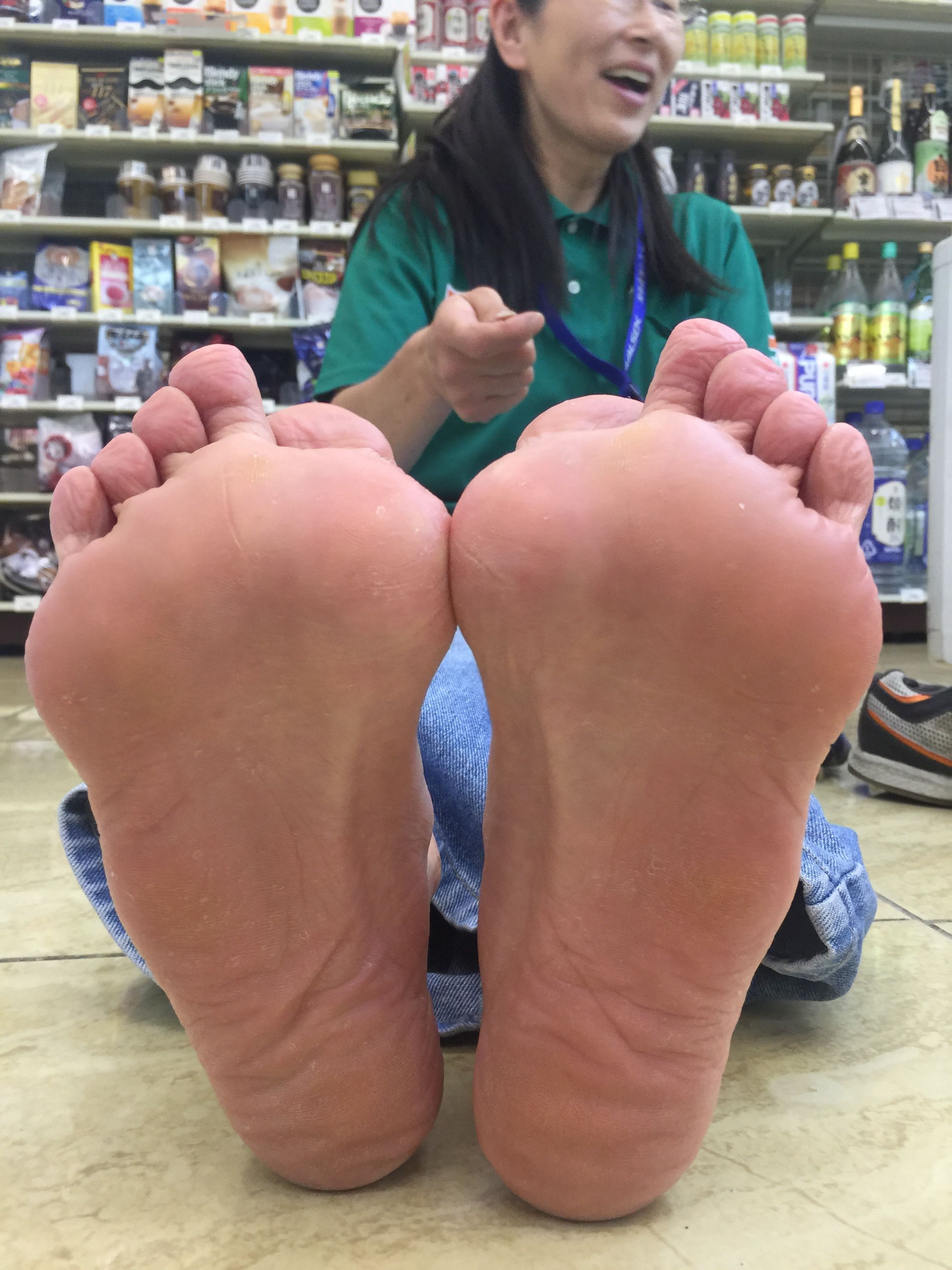 naked asian girls toes