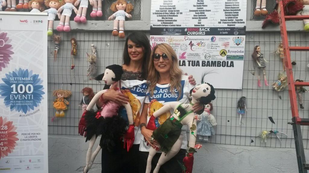 Con jo squillo contro la violenza sulle donne Wall of the Dolls Milano pic.twitter.com/PcE6HcnHze