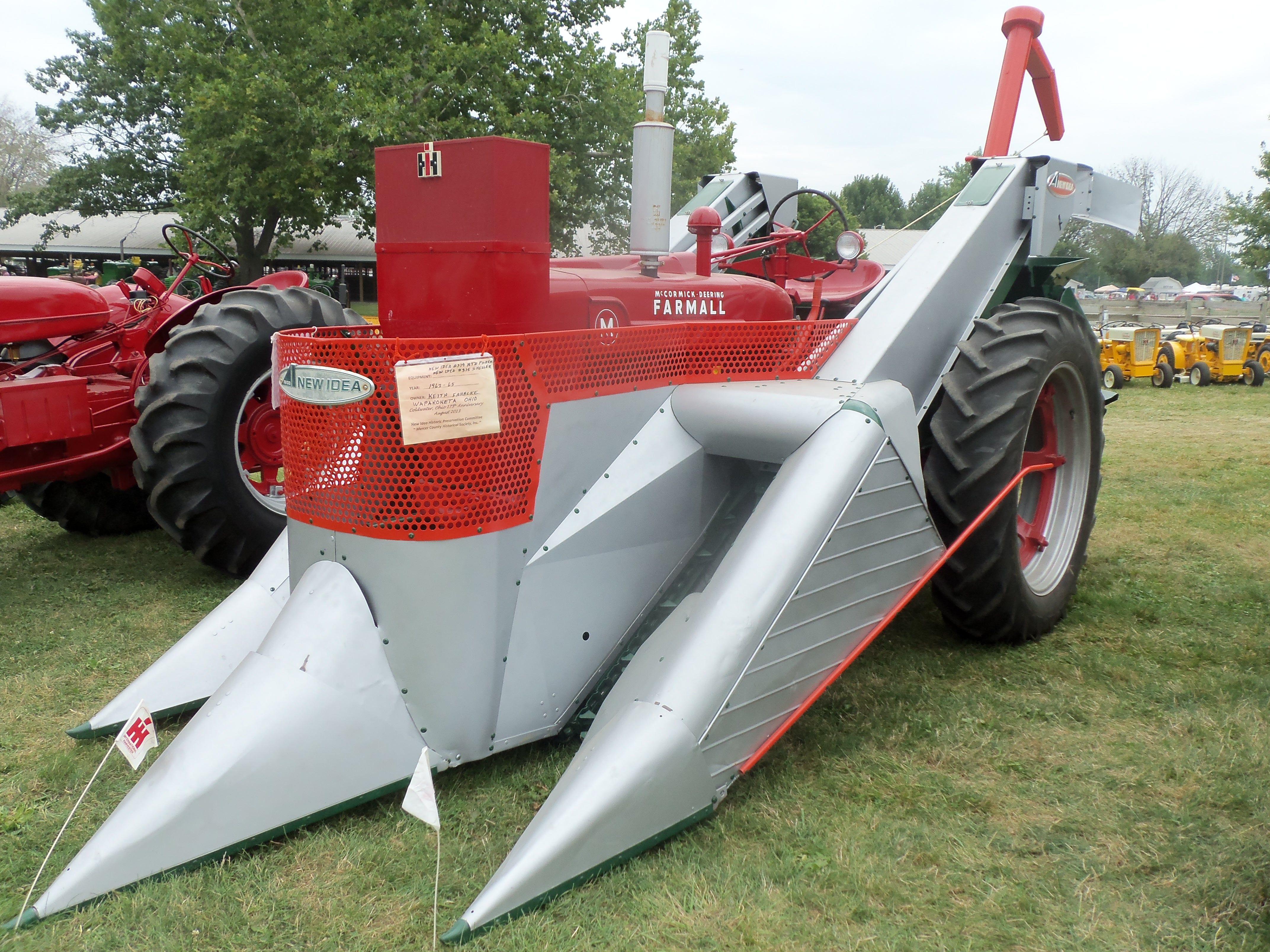 Cartoon Tractor Corn Picker : Farmall m with new idea corn picker international