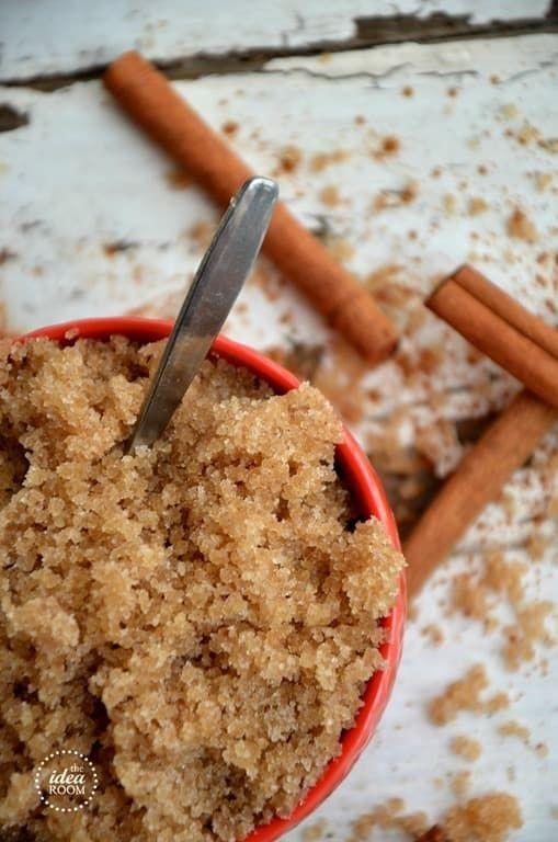 Ingredientes:* Aceite de almendra o de coco* Azúcar morena* Aceite de canela* Canela en polvoBeneficios: Este scrub no solo te dejará la piel súper suave e hidratada, también te dejará oliendo delicioso. Receta completa aquí.