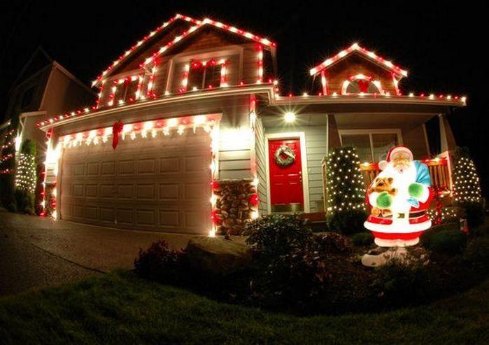50+ Christmas House Exterior Decorating Ideas_15 Exterior Design