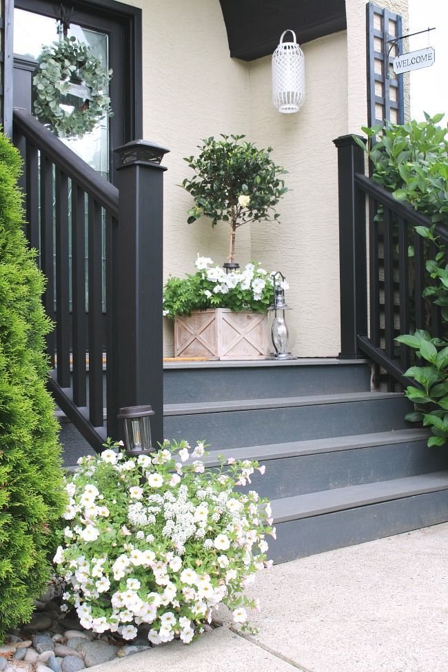 Classic Summer Front Porch #frontporchideascurbappeal