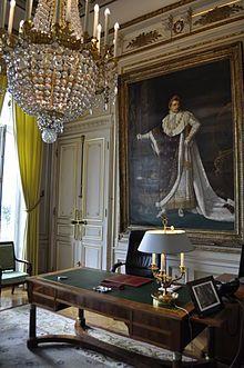 Hôtel de Salm (1787)  Edifié par l'architecte Pierre Rousseau pour le compte d'un prince allemand, Frédéric de Salm-Kyrbourg. Incendié en 1871 et réaménagé intérieurement. Palais de la Légion d'honneur. Bureau du Grand chancelier.
