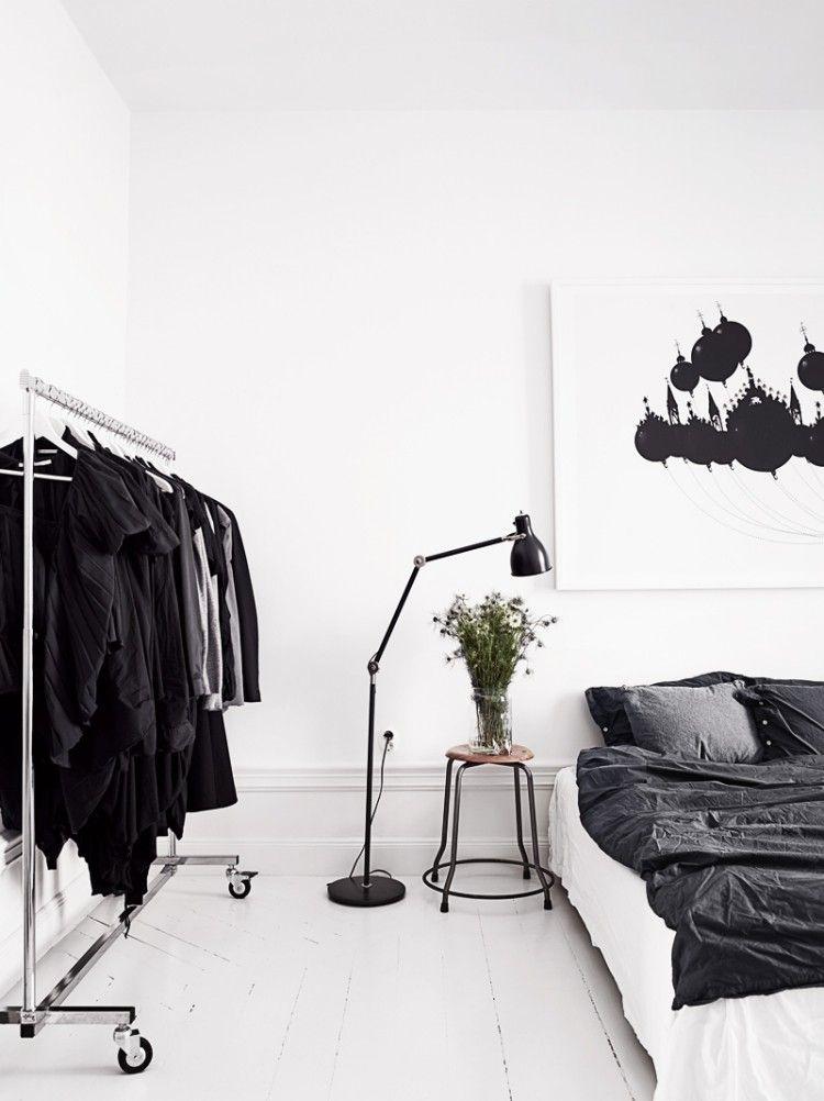 minimalistisch eingerichtetes Schlafzimmer in Schwarz und Weiß - schlafzimmer schwarz wei