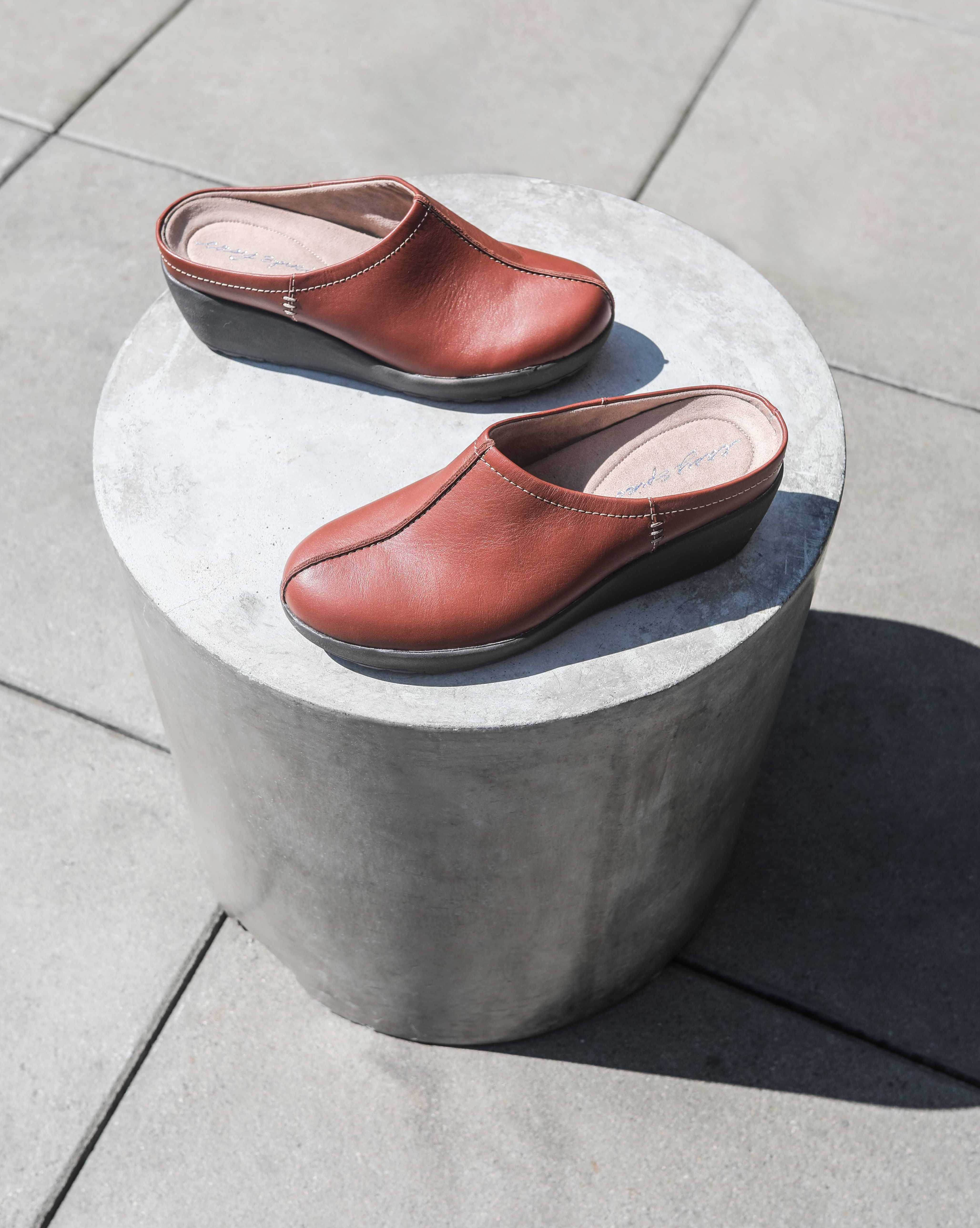Mules and clogs, Easy spirit