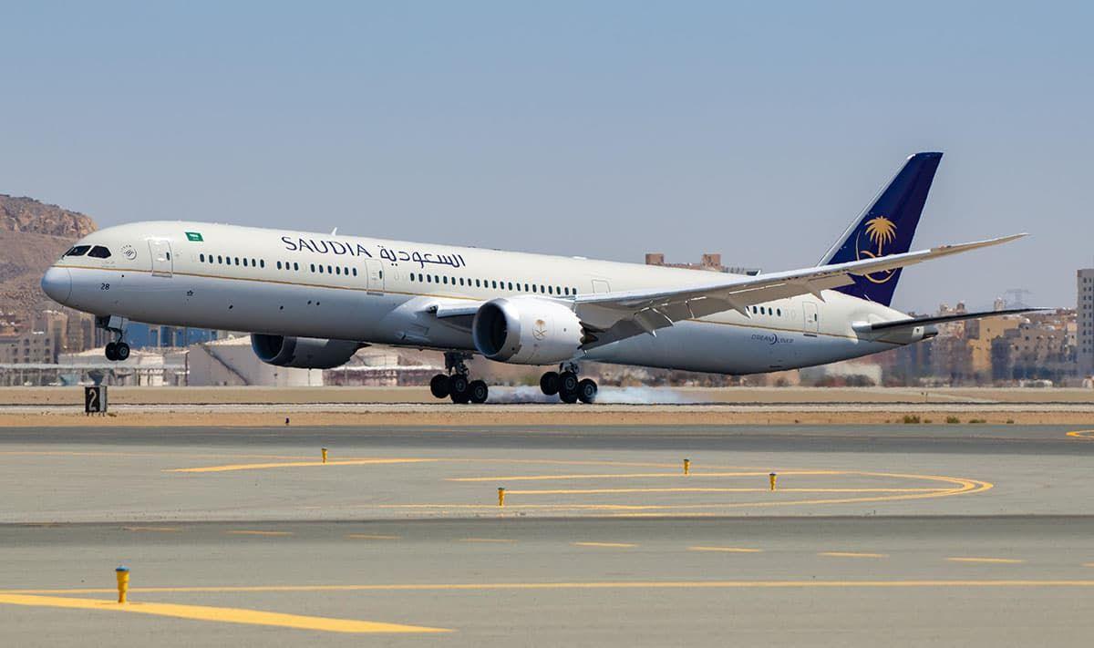 رقم هاتف الخطوط السعودية الغاء وتعديل الحجز Aviation Passenger Passenger Jet