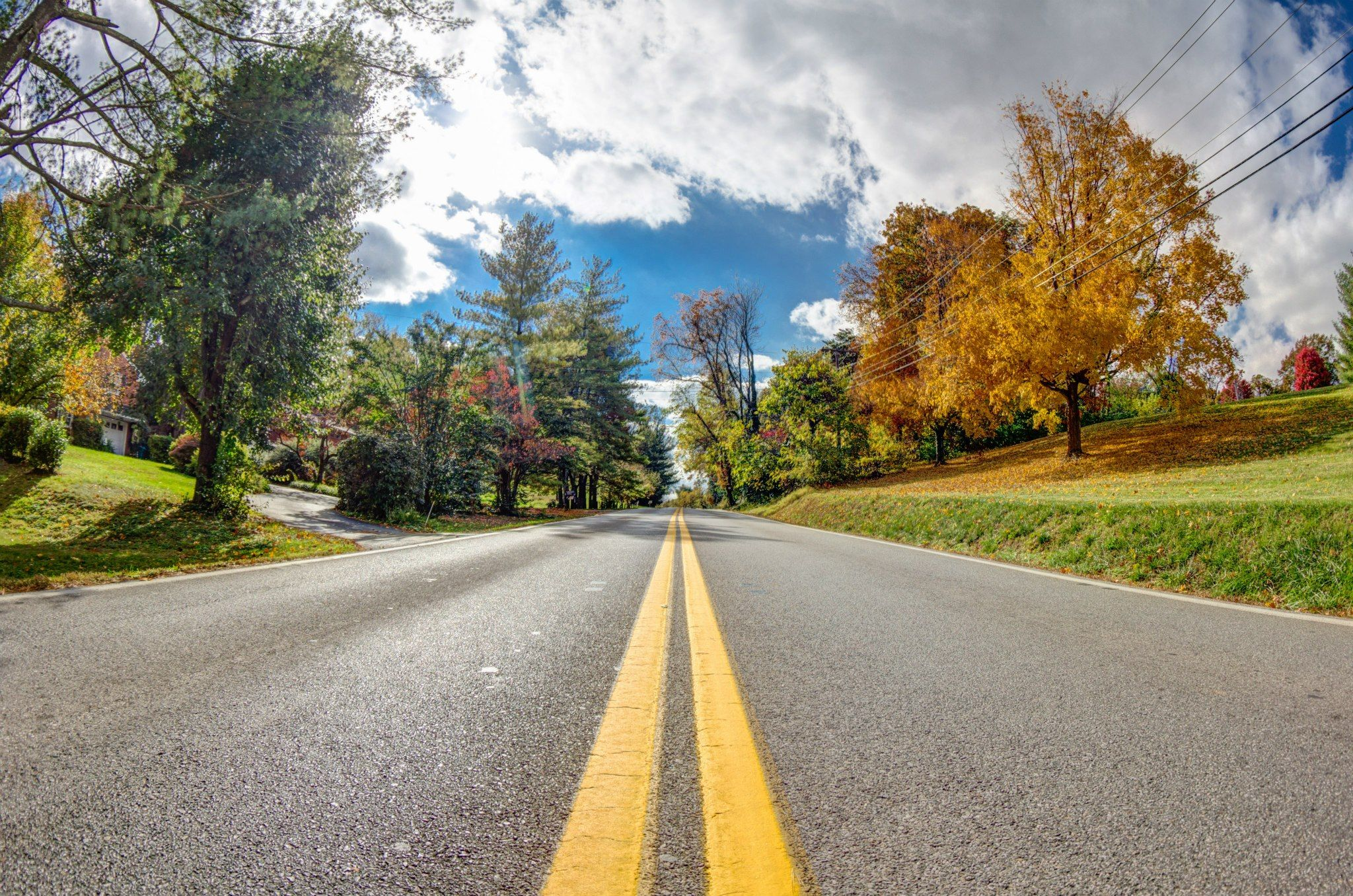 A Street In Roanoke Va Showing Off Beautiful Fall Colors Photo By Adam Thompson Beautiful Places Roanoke Va Places To Travel