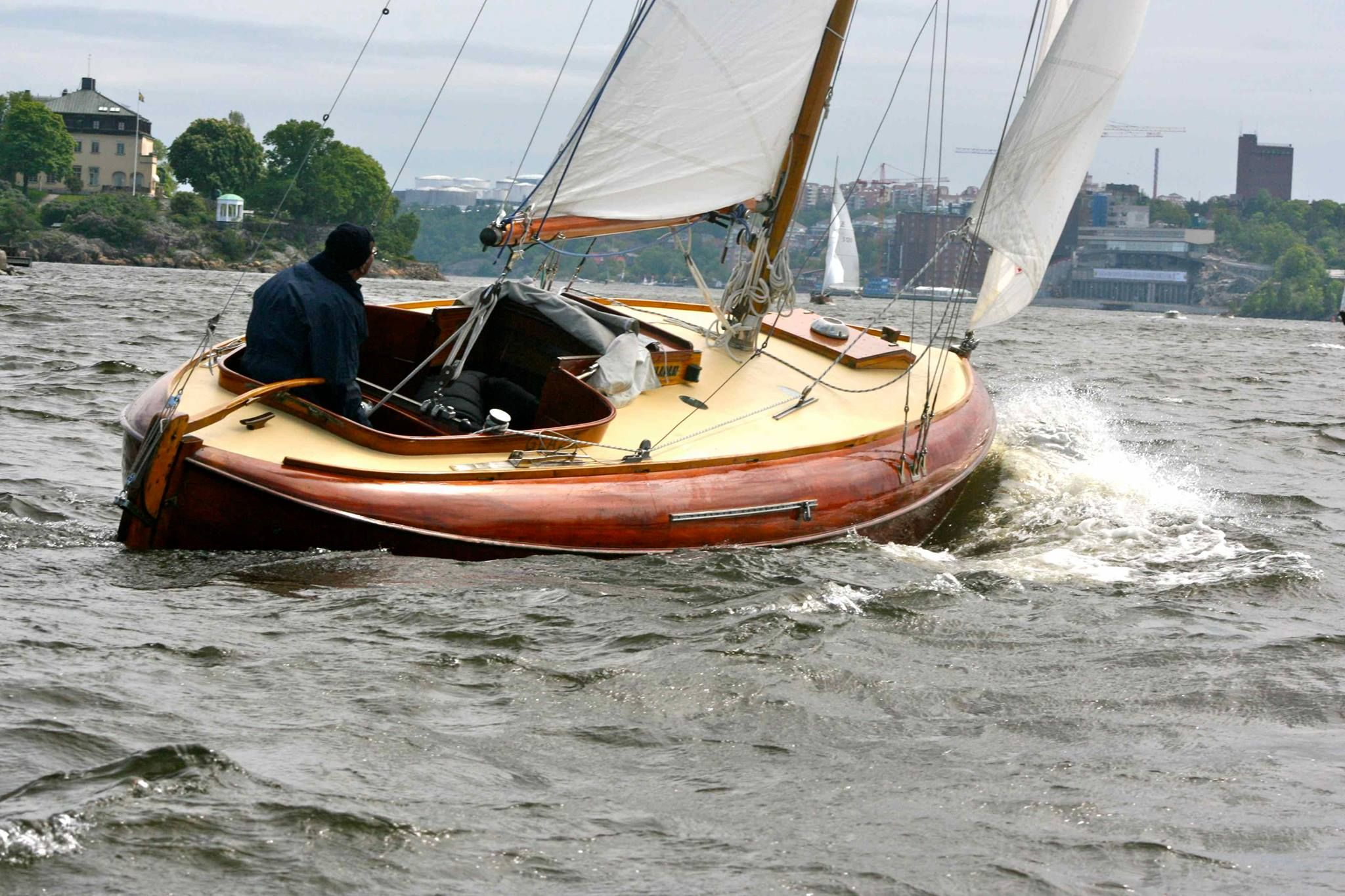 Power Boat Hull Types Bing Images With Images Boat Building