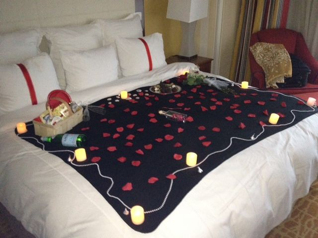 Indoor picnic can be set directly on the bed or on the - Romantic decorations for hotel rooms ...