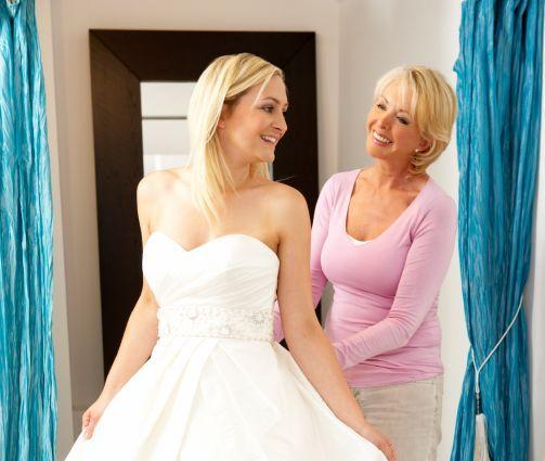 mama puede ayudar en la boda