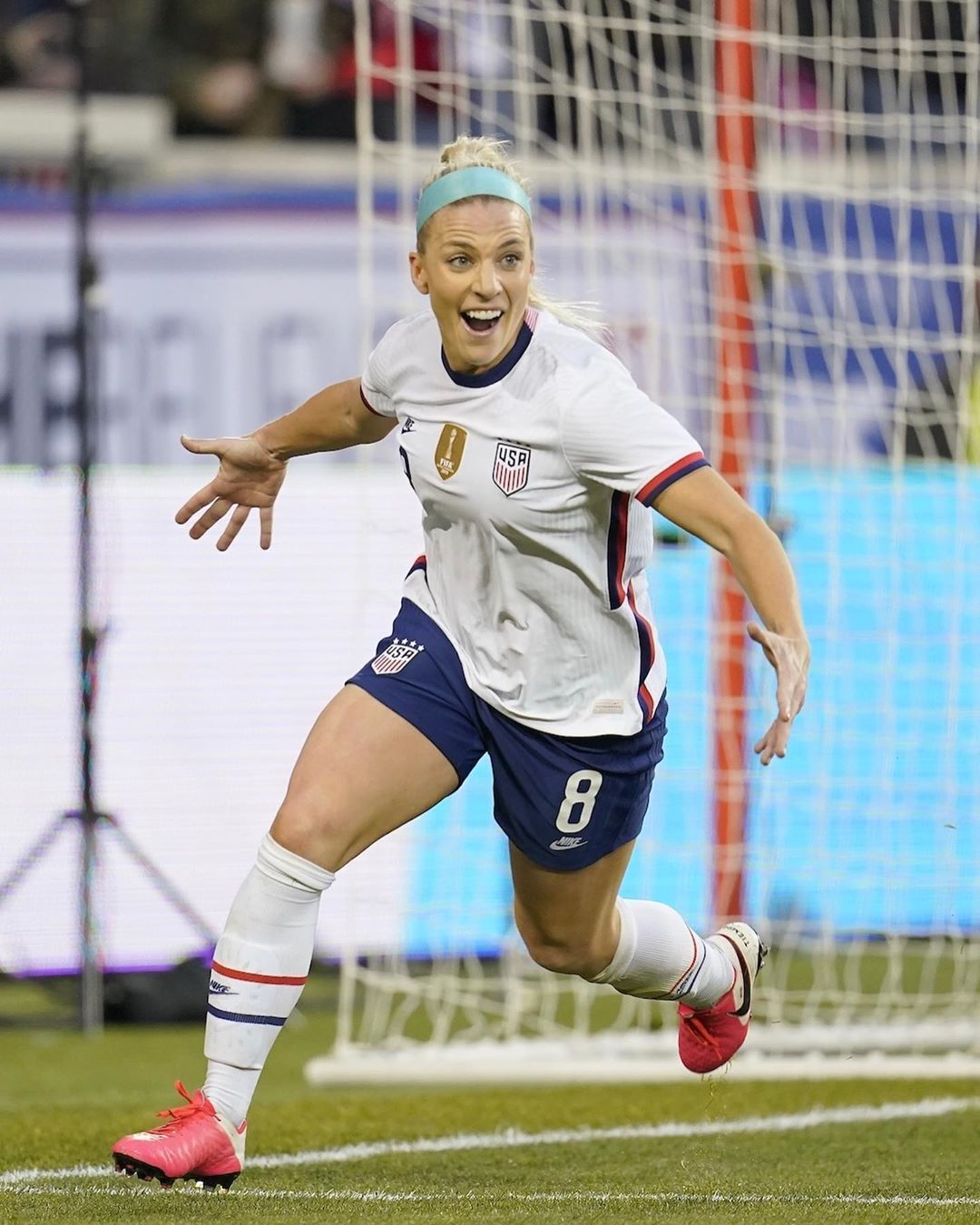 Diving Nutmeg Header Posts Tagged Julie Ertz In 2020 Uswnt Soccer Soccer Pictures Womens Football