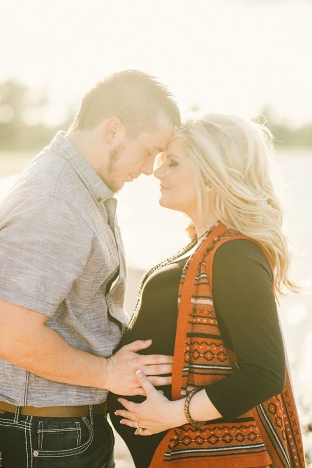Oh Baby! 18 Swoonworthy Fall Maternity Photos via Brit + Co.
