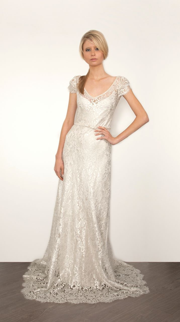 Romantic lace Sarah Janks wedding dress {Photo via Project Wedding}