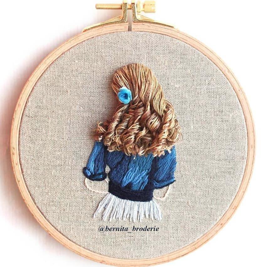 From@bernita_broderie . . . . . #handworkembroiderycraft  #handstitchembroiderycraft #embroiderythread#embroiderydress#embroiderytop #embroiderersofinstagram#embroiderybag#stitchart #contemporaryembroidery#embroiderylove #threadpainting#embroiderydesign