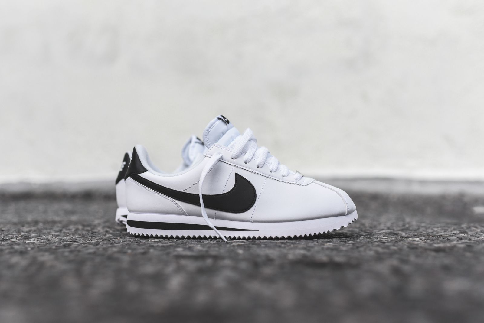 Nike Cortez - White / Black