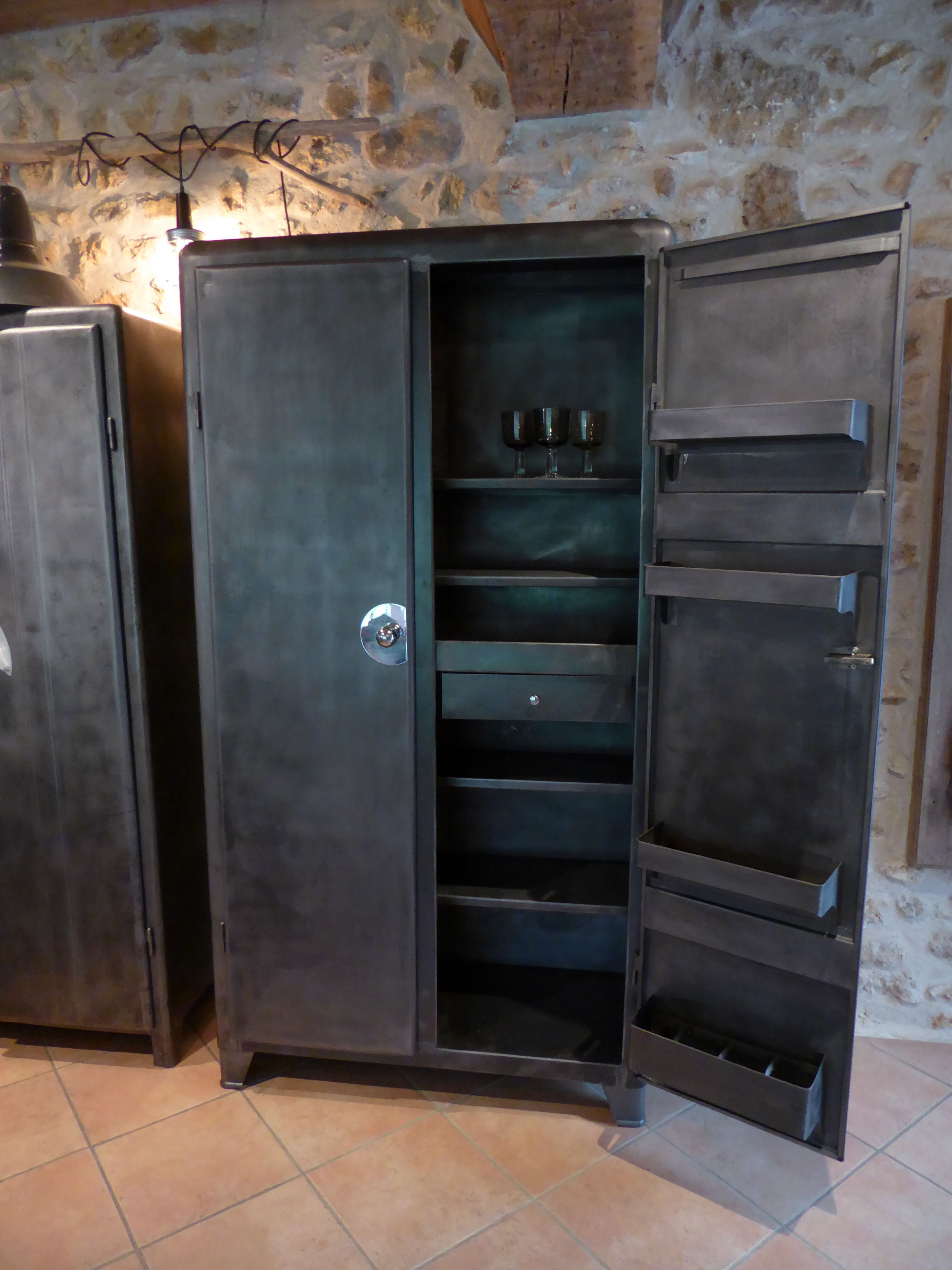 Armoire Metal Annees 50 Vendue Valence 26 Drome Armoire Metallique Armoire Mobilier De Salon