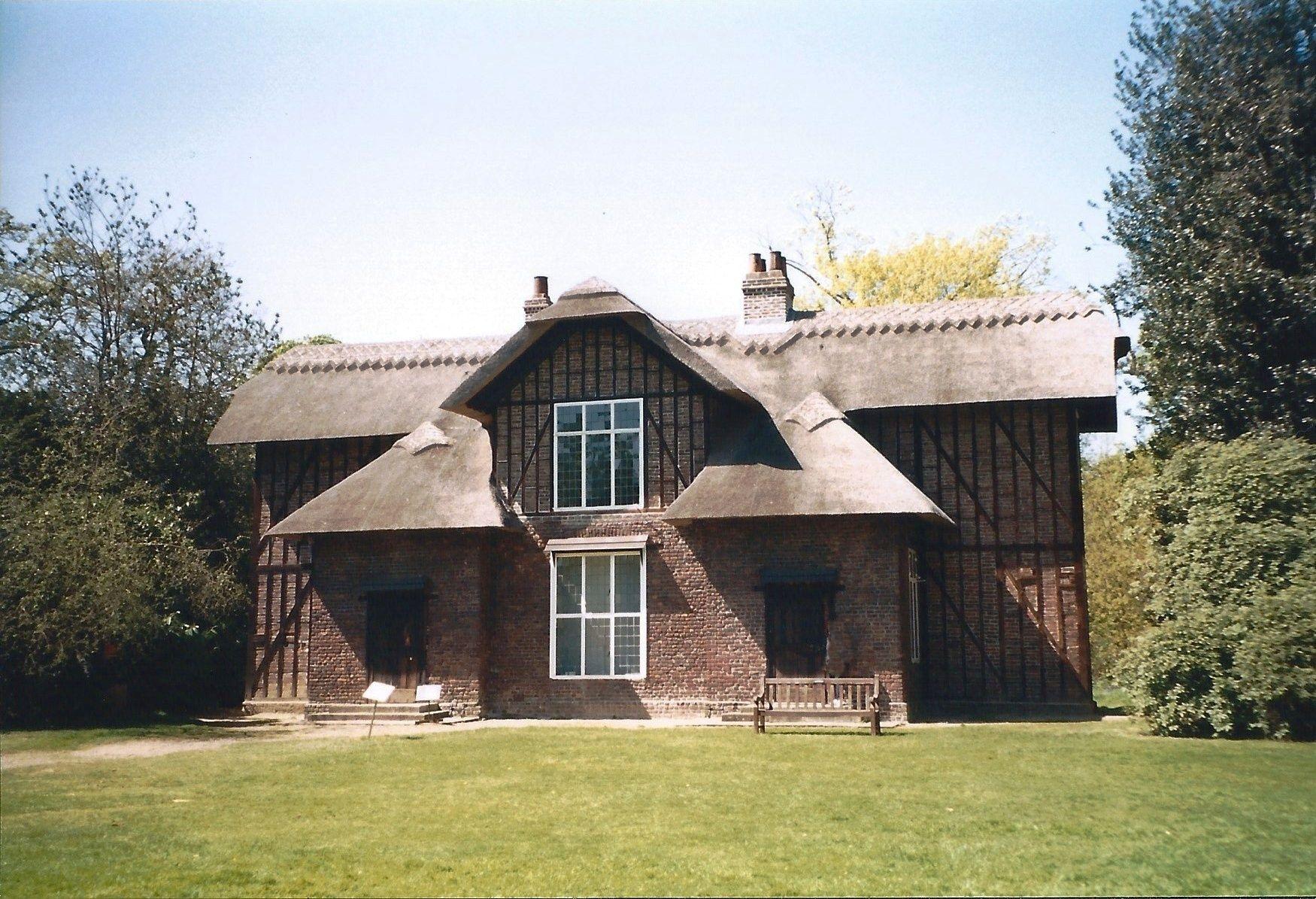 1999 Cottage in Kew Garden