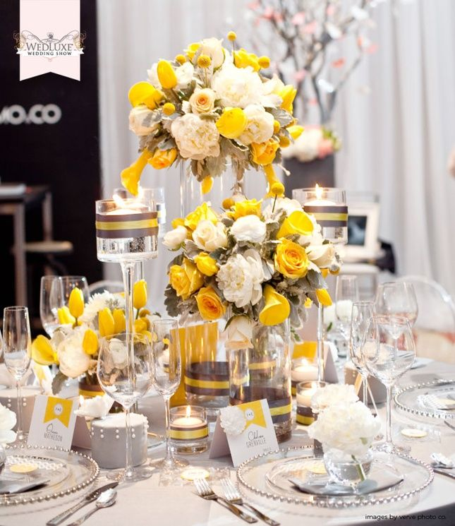 Une jolie table jaune bien fleurie !