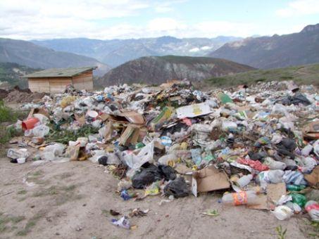 Exceso de basura que contamina el ambiente.