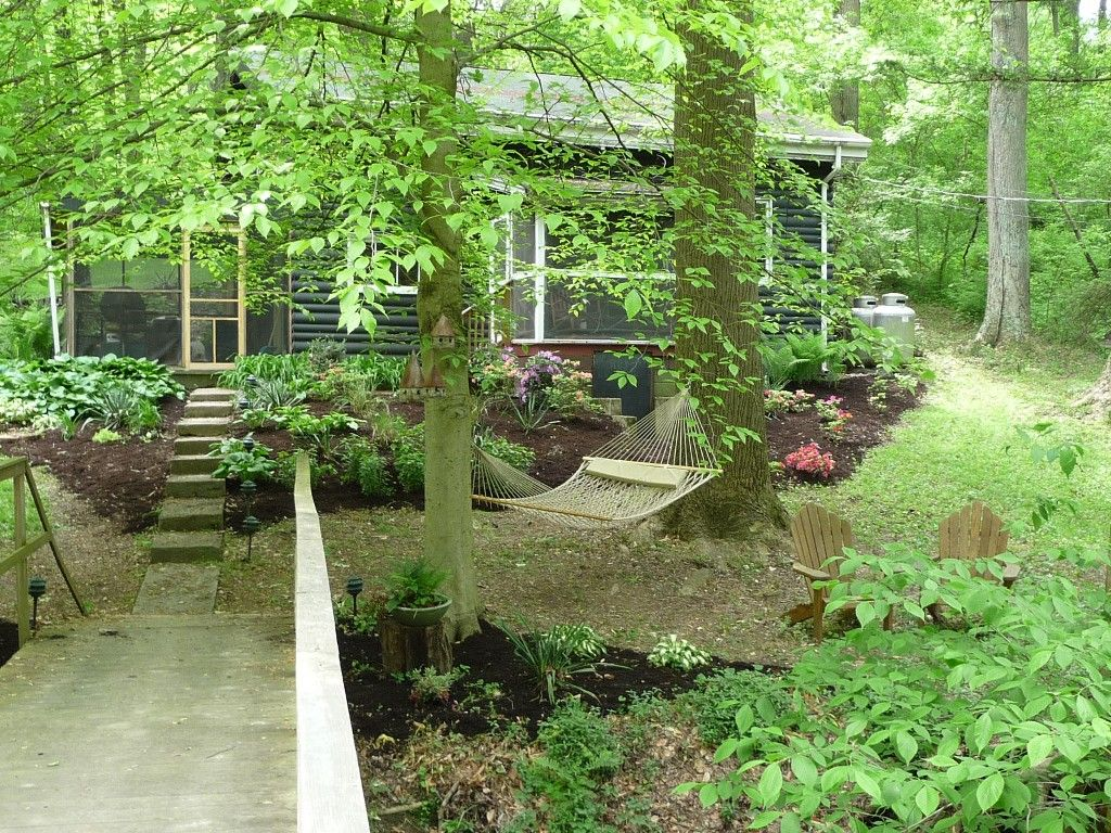This idyllic Cabin nestled in a wooded area on the banks of a picturesque creek, features a king size bedroom, slate bathroom, large great room with a cathedral ceiling, comfortable fully equipped Kitchen and two ...
