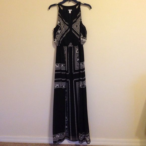 Patterned Maxi Dress Very beautiful and stunning 100% polyester, has a very light feel to it like chiffon Old Navy Dresses Maxi