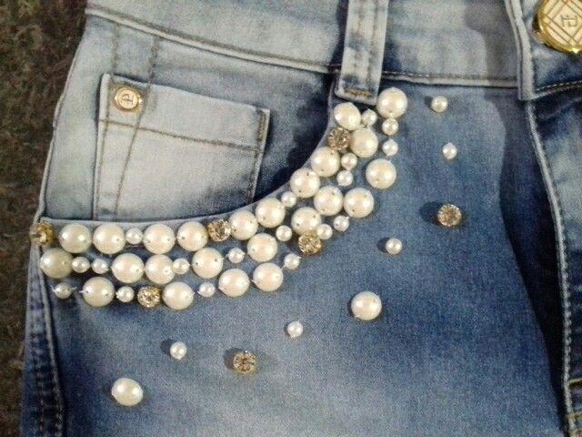 Jeans bordado com pérolas