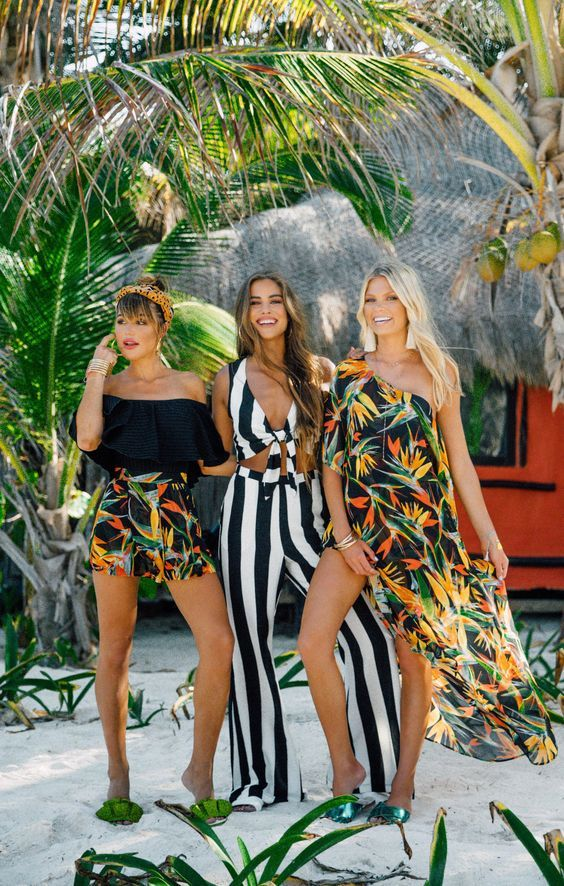 19 Stylish Outfits With Tropical Vacation Clothes Glamhere.com #beachvacationclothes