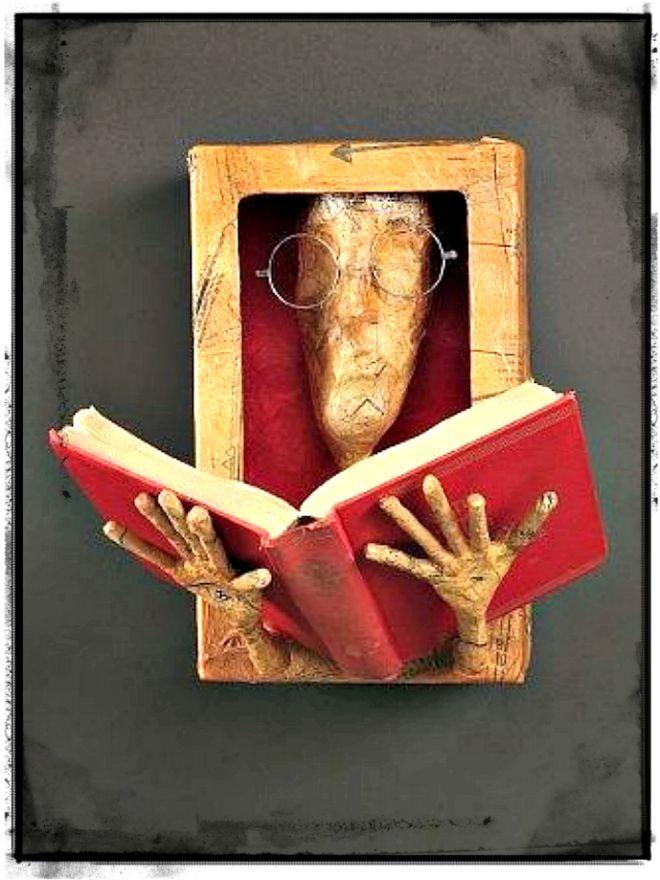 Pin Von Adrienn Markovics Auf Pappe Bucherskulptur Recycelte
