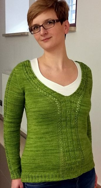 Ravelry: V Aurora pattern by Asja Janeczek | Knitted