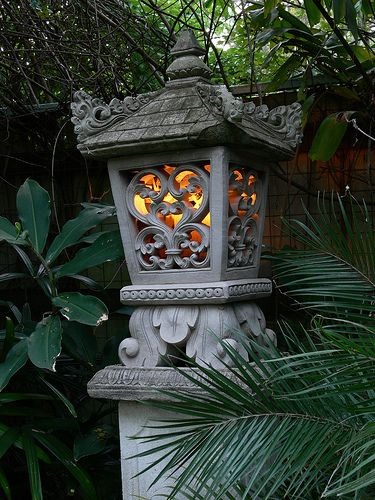 Balinese Lantern Put Under Laberna Tree Or Magnolia With Pebbles And Water For Zen Garden Balinese Garden Zen Garden Luxury Garden