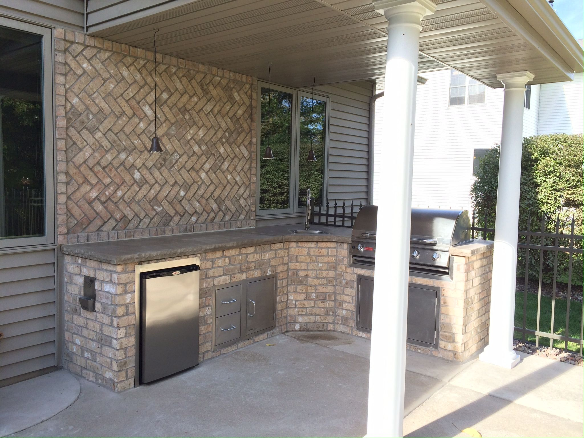 Brick Outdoor Kitchen, Limestone Counter-tops, Covered Cooking ...